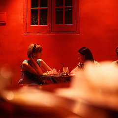 red conversation, by Simple Dolphin, with Creative Commons licence