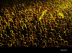 yellow crowd, TwOsE, with Creative Commons licence